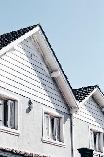 Maison blanche en bois